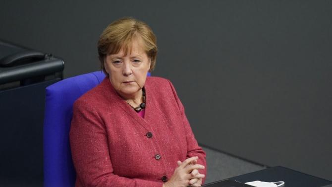 Меркел: Трябва да затворим магазините след Коледа до 10 януари