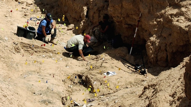 Масови гробове открити в Либия