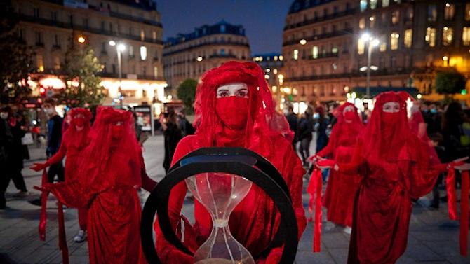 Активисти в Париж настояха за действия за климата, пет години след Парижкото споразумение