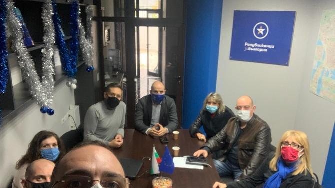 Цветан Цветанов форсира подготовката за изборите, обикаля страната