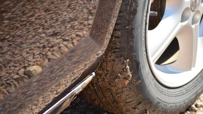 """Бургаско """"Ауди"""" затъна в кал на черен път след гонка с полицаи"""