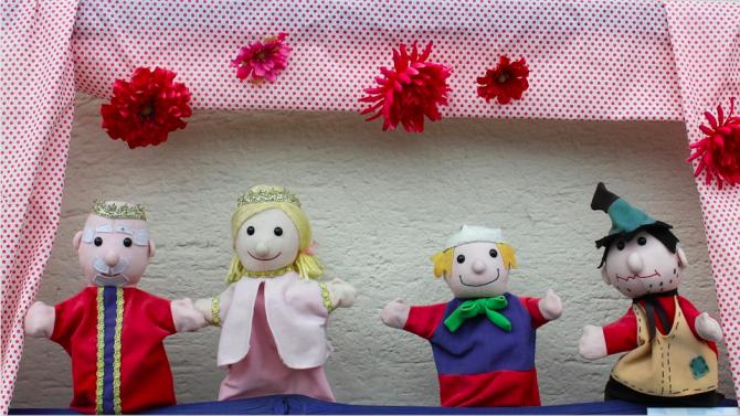 Куклен театър изненада със спектакъл деца на медици в Русе