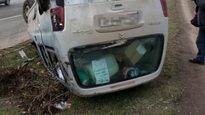 56-годишен водач преобърна колата си и вкара приятел в Спешното