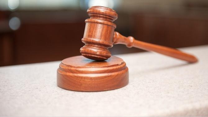 Потвърдиха ареста на мъжа, блъснал полицай в Нова Загора
