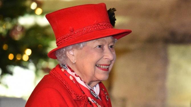 """Грешна публикация на Елизабет II в """"Туитър"""" стана хит в мрежата само за 6 минути"""
