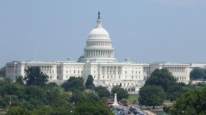 Сенатът на САЩ одобри военния бюджет въпреки заплахата на Тръмп да наложи вето