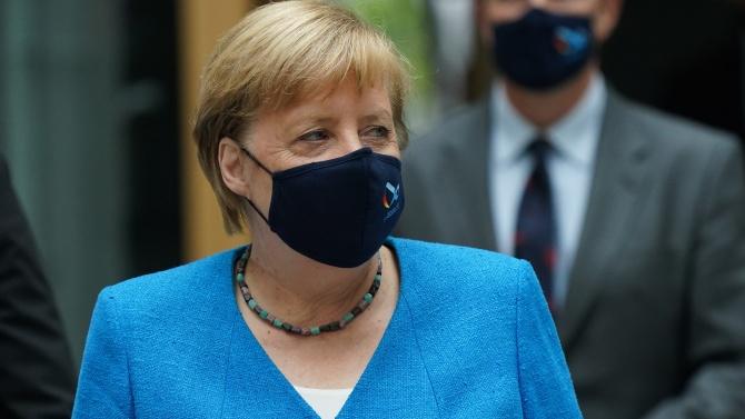 Меркел обяви по-строга карантина в Германия