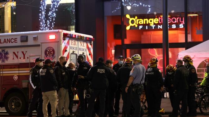 """Въоръжен мъж, крещящ """"Убийте ме"""", е открил огън пред катедрала в Ню Йорк"""