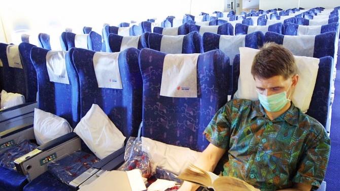 Във Виетнам пътниците в самолет ще бъдат глобявани със 130 долара, ако не носят маска