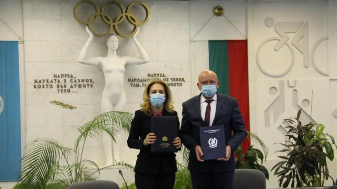 Марияна Николова и проф. Николай Изов, ректор на НСА, подписаха договор за сътрудничество