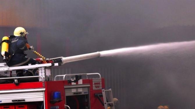 Потушиха голям пожар в складове в Добрич