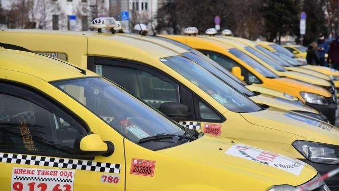 Оборотите на такситата в Плевен са намалели с 60-65 на сто в условията на коронакризата, заявяват от бранша