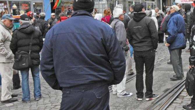 Граждани протестираха пред КЕВР