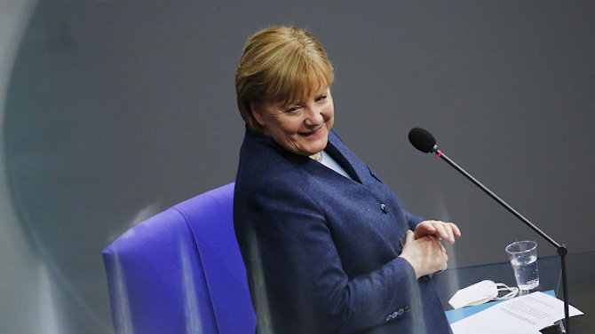 """Меркел възлага надежди на ваксината на """"Бионтех"""""""