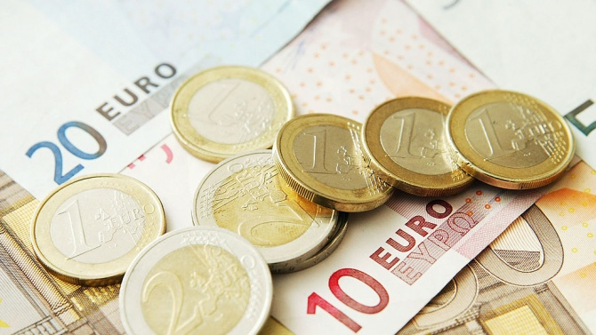 Швейцарска банка е обвинена във връзки с българската мафия