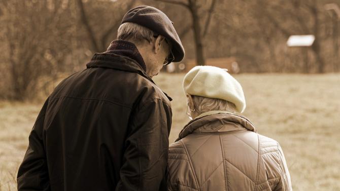 Двойка столетници пребори COVID-19