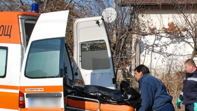 Наръгаха до смърт мъж в Бургас! Баща намери трупа на сина си под юрган