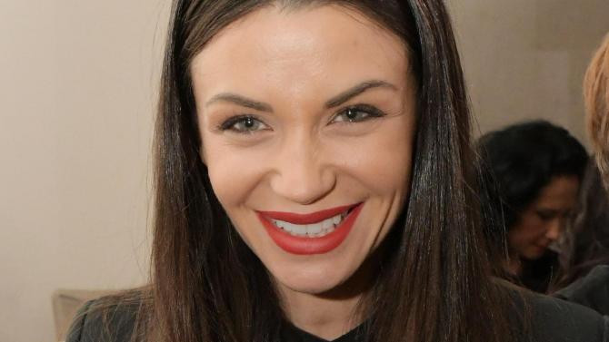Диляна Попова заголи плът като Белла и Джиджи Хадид