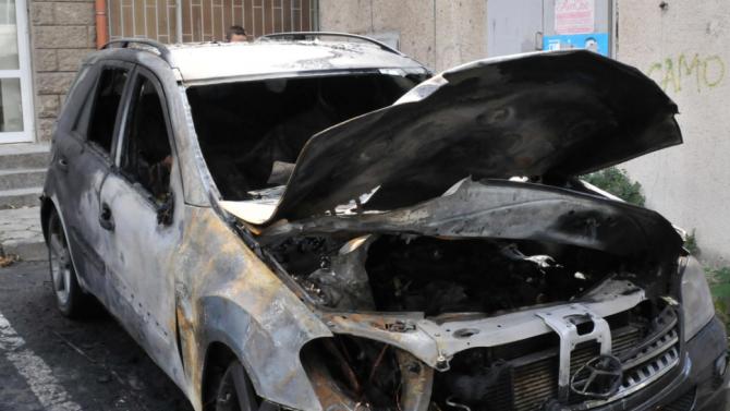 Намериха изгорял джипа, с който са избягали крадците на инкасо колата в Перник
