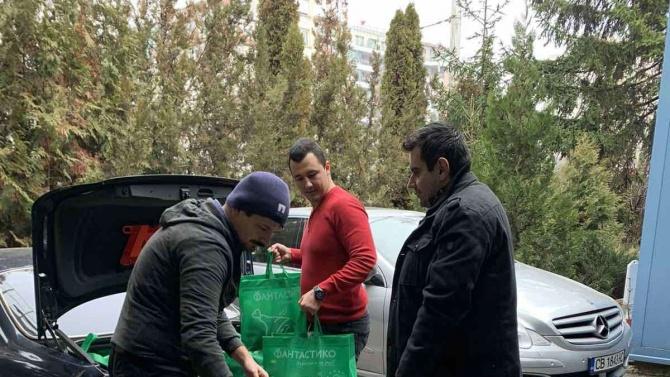 Младежите от БСП - София дариха хранителни продукти на социално слаби за Коледа