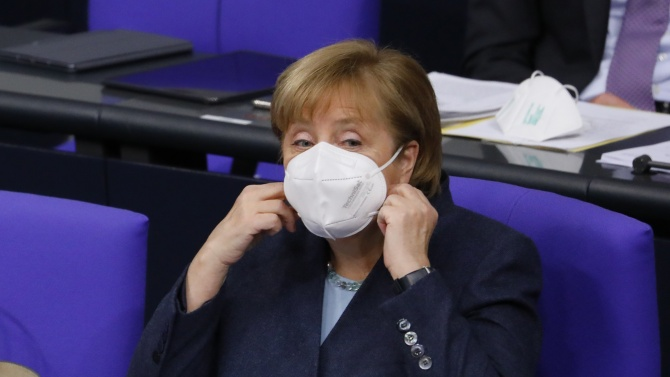 Меркел призова германците да се поздравяват за Коледа онлайн