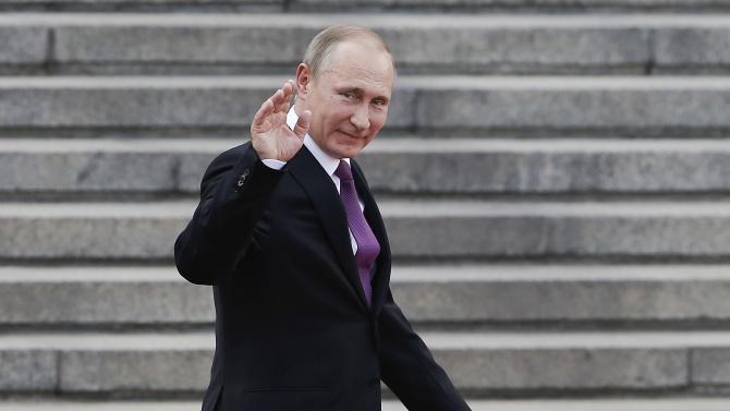 Путин сбъдна мечтата на тежко болно дете - да прегърне панда