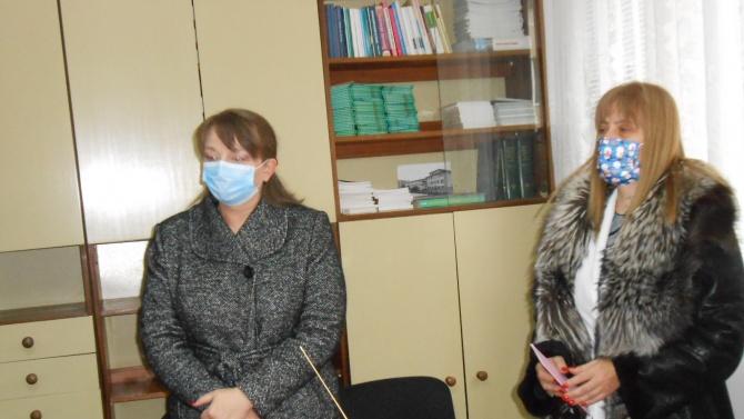 Два кислородни апарата на болницата в Добрич дариха областният координатор Деница Сачева и депутатът Даниела Димитрова