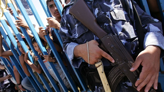 В Ерусалим застреляха палестинец, открил огън по израелски полицаи