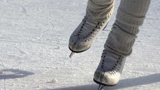 Ледената пързалка в Търговище отваря при строги противоепидемични мерки