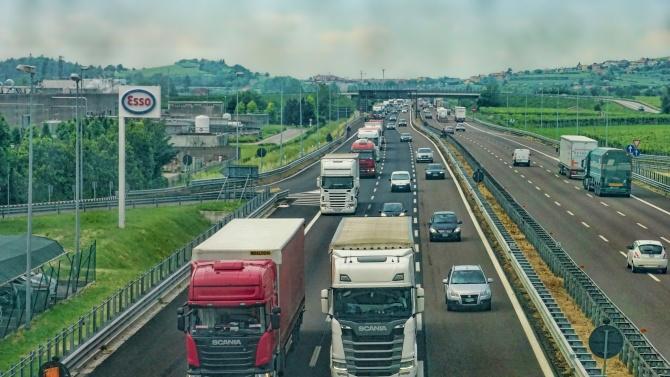 Две български транспортни фирми са поискали съдействие, за да приберат шофьорите си от Великобритания