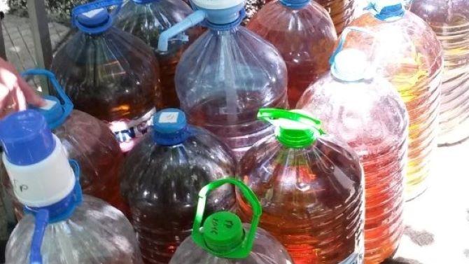 Митничари конфискуваха над 300 литра ракия от нелегална казанджийница в Русенско