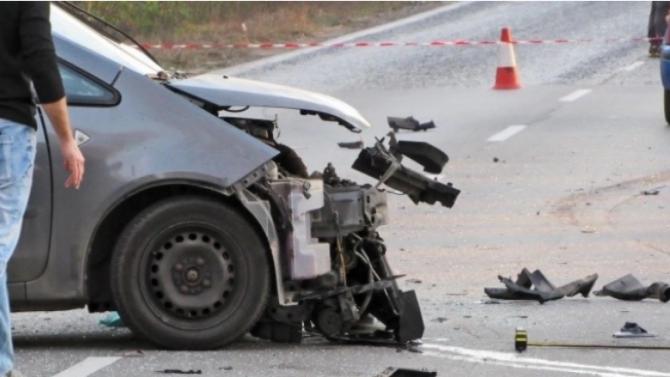 Верижна катастрофа с един тежко пострадал затапи движението на пътя София - Варна