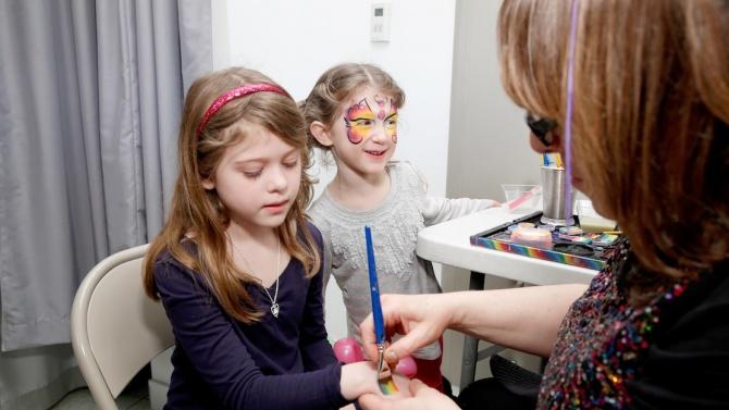 Повече от 1000 деца от община Котел са получили подаръци по домовете
