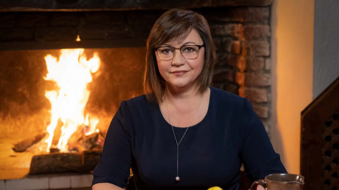 Нинова: Нека има здраве, топлина в домовете ни и благоденствие по българската земя