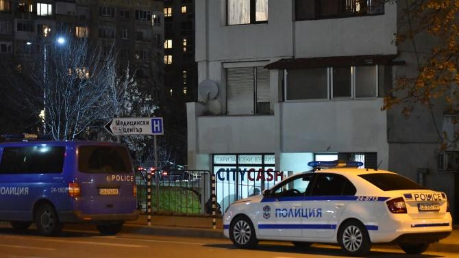 Полицията все още издирва извършителя на въоръжения грабеж в офис