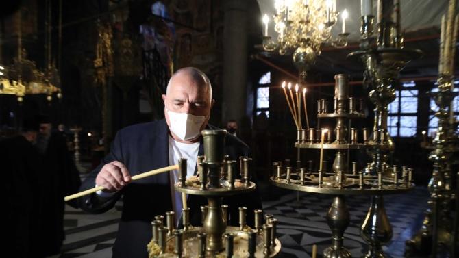 Борисов на инспекция и днес, запали свещ в Рилския манастир