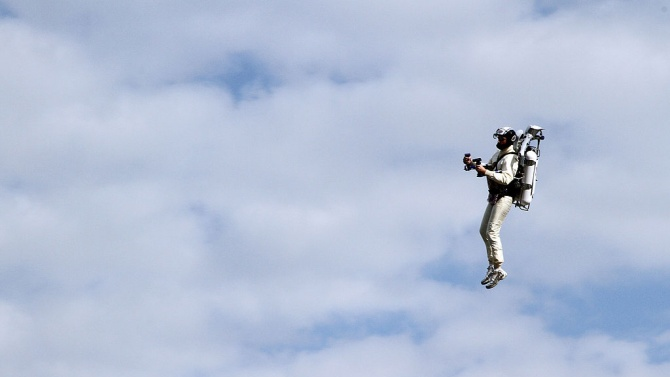 Летящ човек всява паника в Лос Анджелис