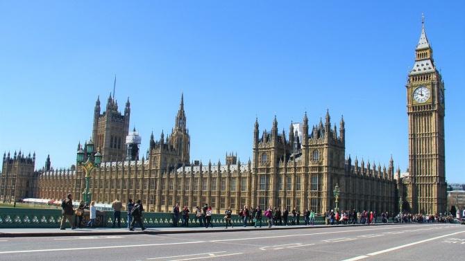 ЕС и Лондон подписват търговската сделка за Брекзит