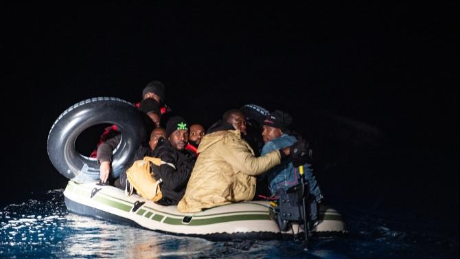 Близо 2200 мигранти са загинали в морето по път за Испания през 2020 г.