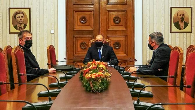 Румен Радев проведе работна среща с Началника на отбраната