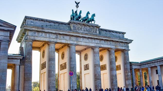 Германия все още е далеч от връщането към нормален живот, предупреди министър