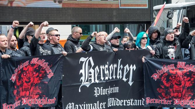 Активността на полицаи в крайнодесни групови чатове тревожи Германия
