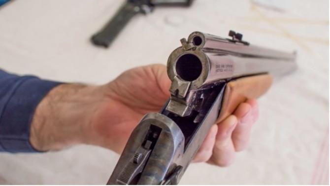 Мъж се простреля смъртоносно в Сандрово