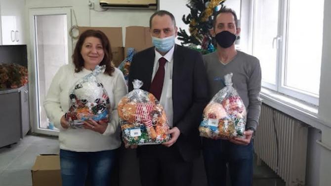 Посолството ни в Скопие и Генералното ни консулство в Битоля продължават с дарителската акция