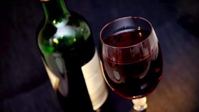 САЩ налагат по-високи мита за френски и германски вина и самолетни части