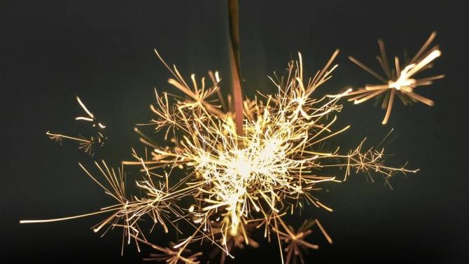 Исландия посреща Нова година с благотворителна разпродажба на фойерверки