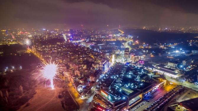 Посрещаме 2021 г. без тържества, концерти и хора по площадите