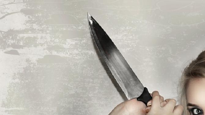 Кървав скандал! 27-годишна жена наръга гаджето си