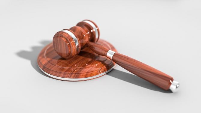 Съдят мъж обрал 6 вендинг машини в Бургас