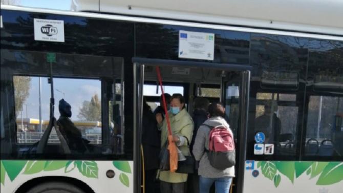 Опашки се извиха пред будките на Центъра за градска мобилност